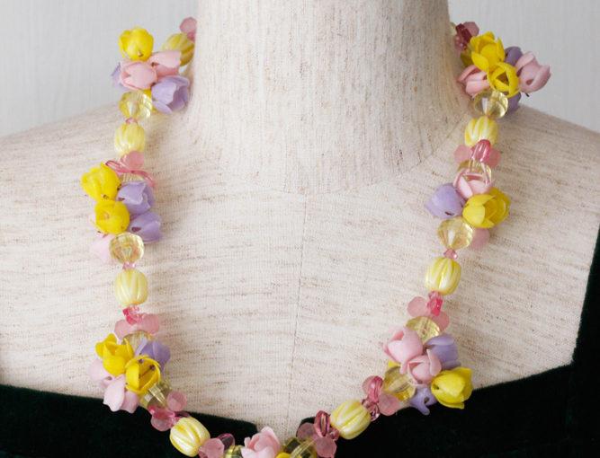 イギリスのポップアートなビニールとプラスティックのお花のネックレス 1950-60年代 56cm ga-595
